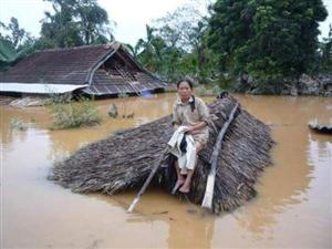 Ngậm lụt kỷ lục ở Miền Trung nước ta sau trận mưa bão